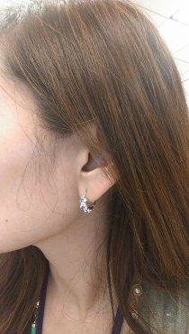 Doesn't Lisa look great with our Glimmer Flower Circle Earrings? Thank you for sharing Lisa!